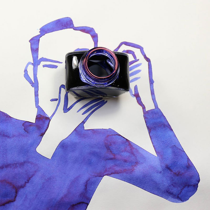 Desenho roxo de homem segurando câmera fotográfica. A câmera é representada por um vidro aberto visto de cima