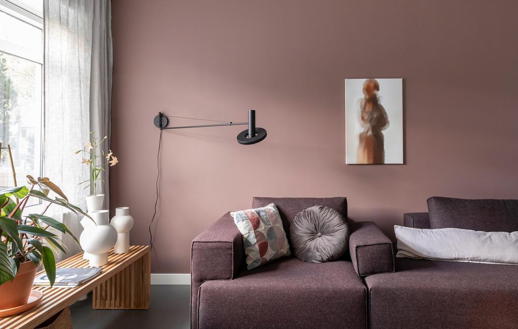 sala com pintura rosa na parede
