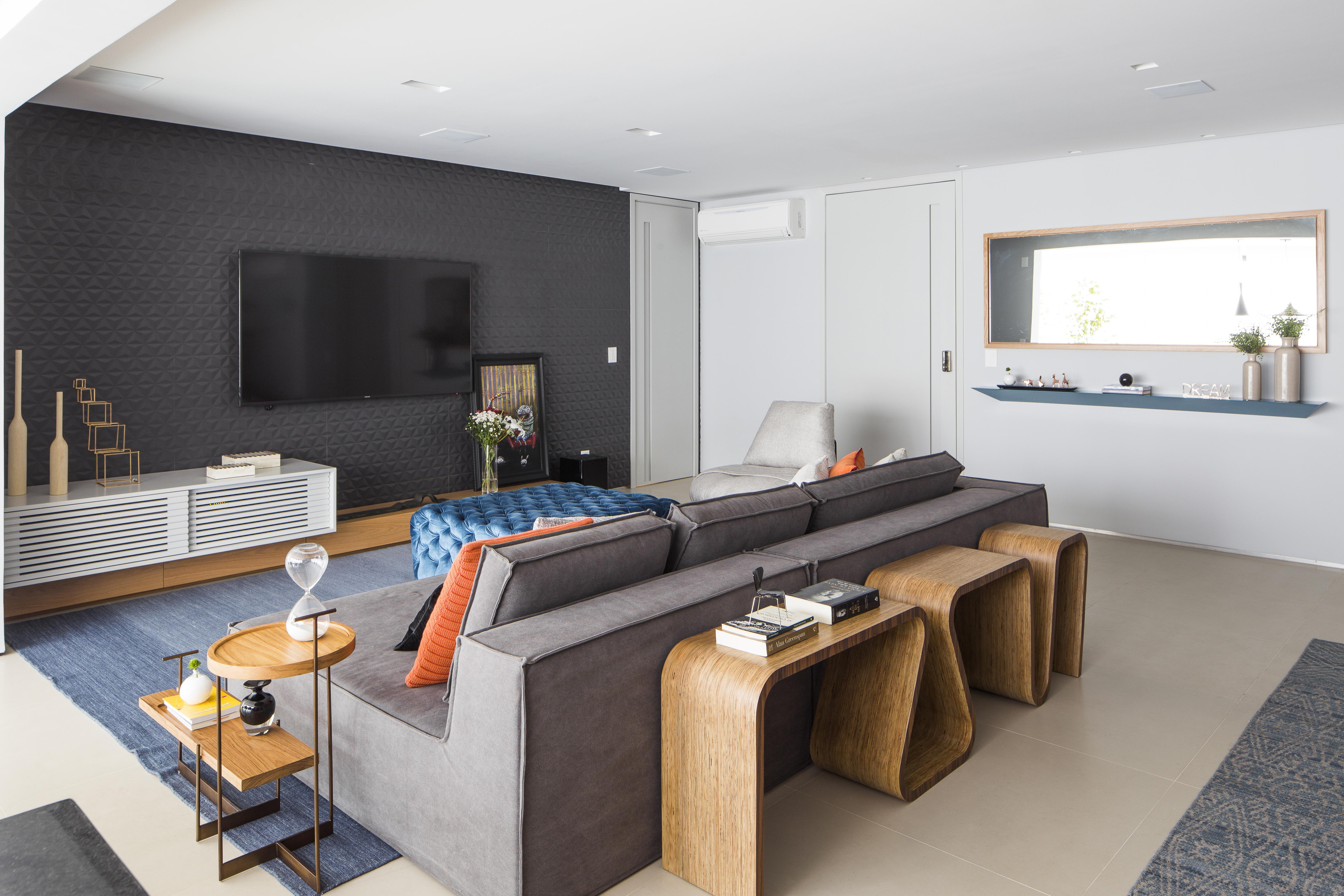 Reforma de apartamento revela décor com ares contemporâneos