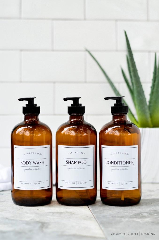 Potes para shampoo, condicionador e sabonete líquido, com plástico marrom e tampa de pump preta