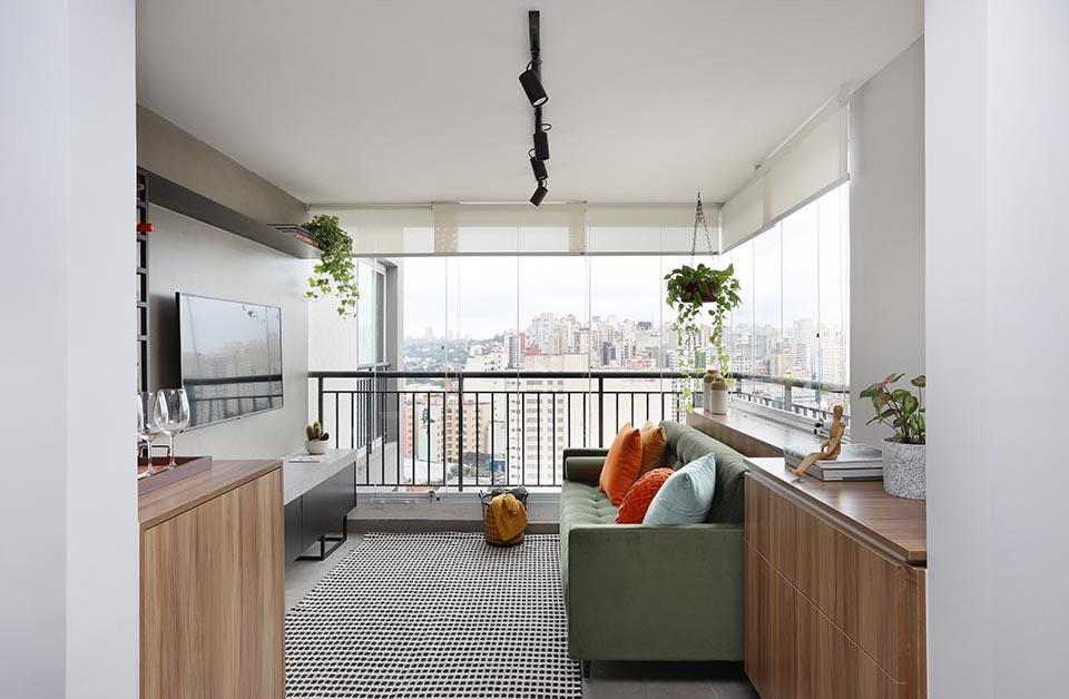 Varanda transformada em sala de estar