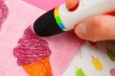 Caneta polaroid 3d imprimindo doce em formato de sorvete cor-de-rosa