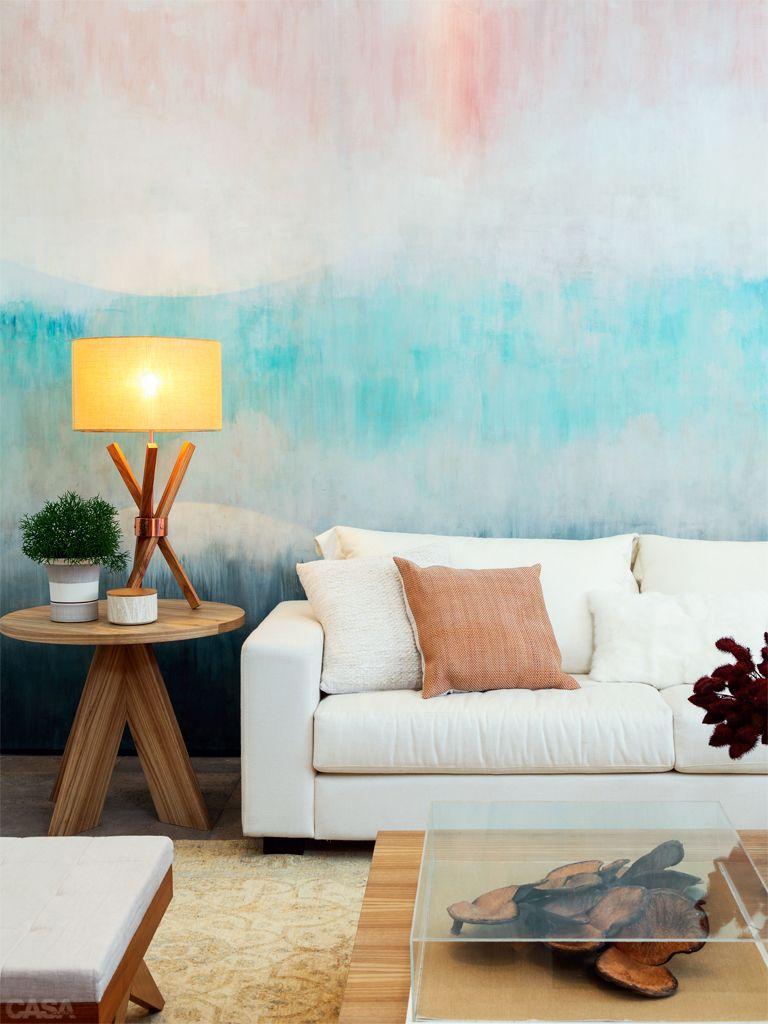 Técnica de tie-dye aplicada em parede em tons de azul e rosa