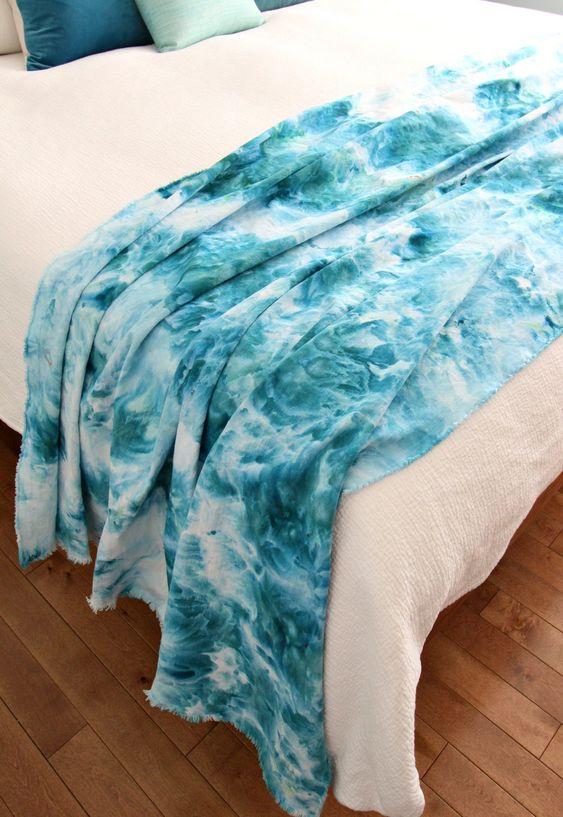 Coberta em estilo tie-dye feito com técnia ice dye