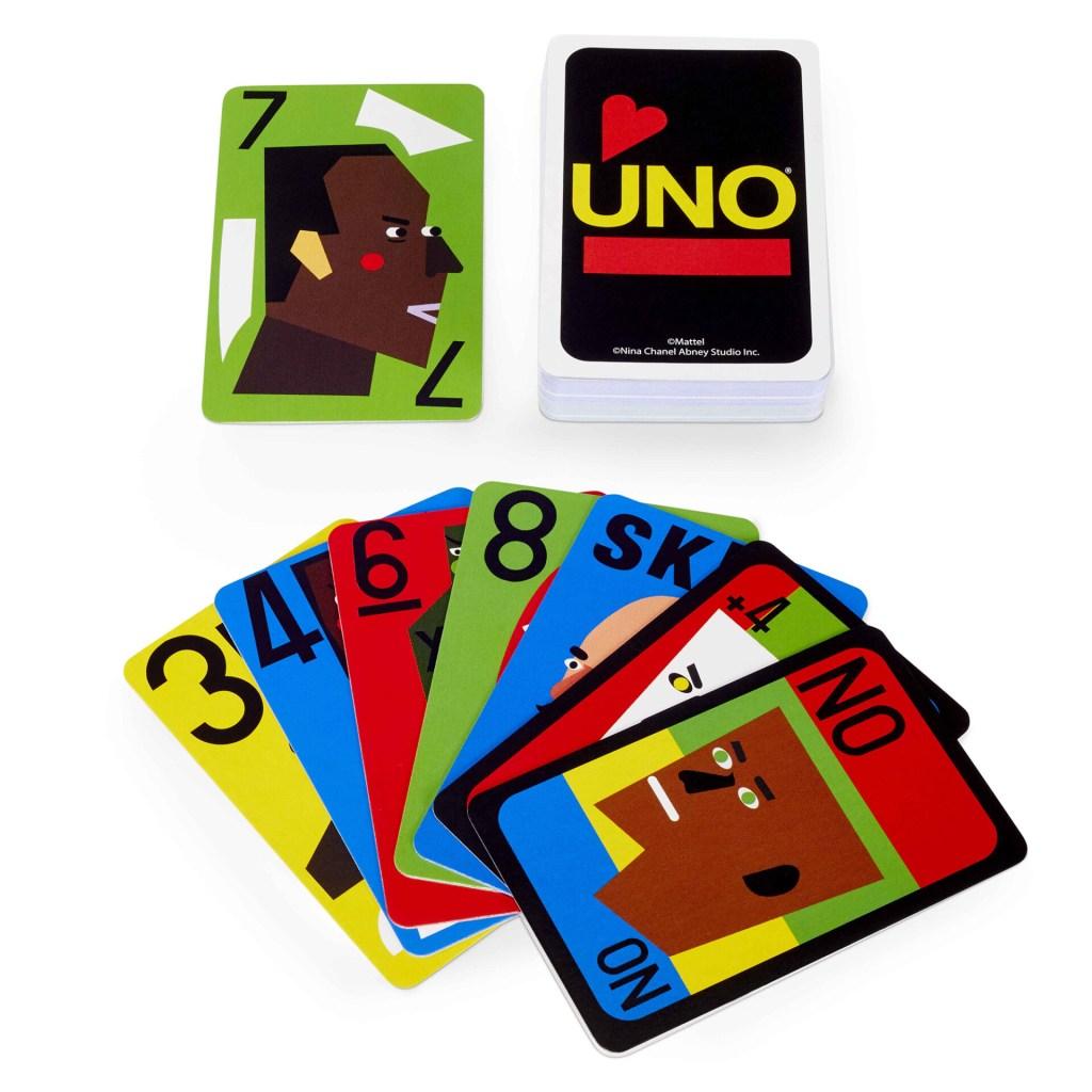 deck de uno aberto, com um monte virado para cima e outro com as cartas para baixo.