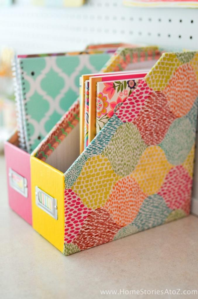 Porta revista decorado para organizar a mesa