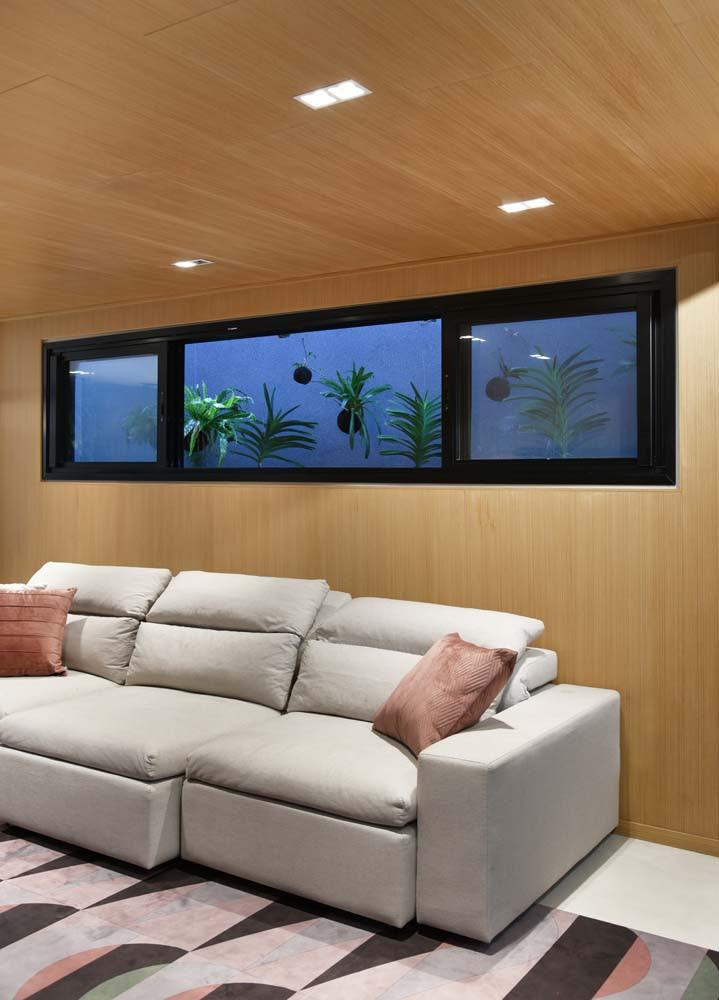 Projeto das arquitetas Marina Salomão e Carol Multini, do Studio Mac, com janelas de alumínio