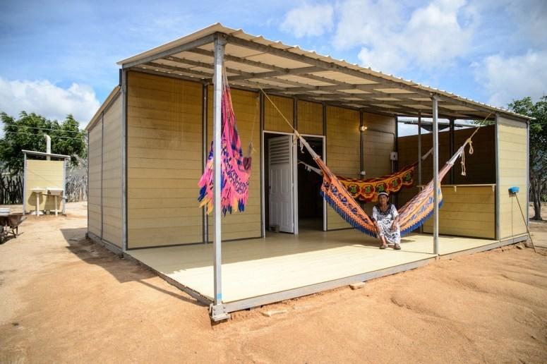 Casa pré-fabricada é feita com plástico reciclado e café.