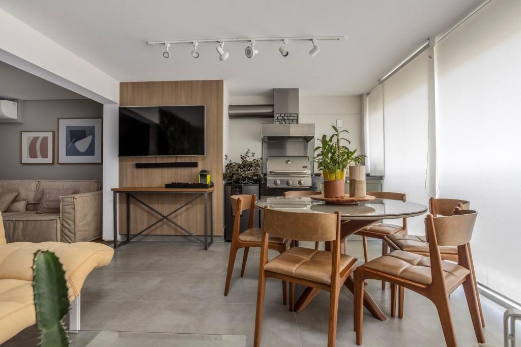 Varanda gourmeto integrada com a sala de estar
