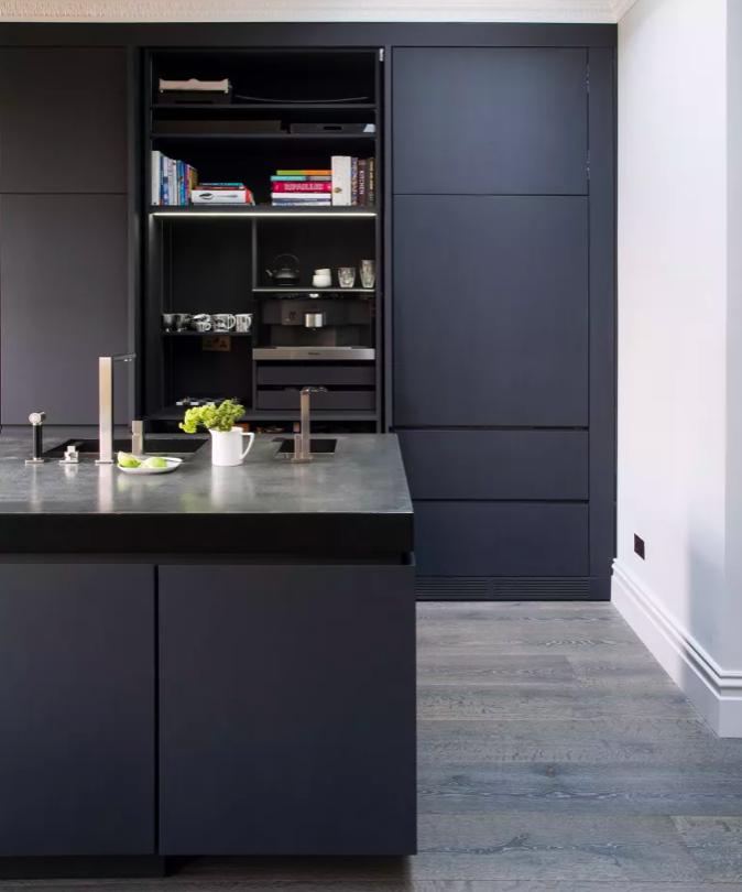 mobília-escura-modelo-de-cozinha-simples