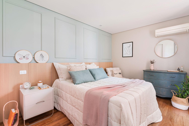 Quarto com décor leve e cores românticas, como azul e rosa