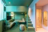 Hotel-tem-quarto-com-duas-cores-dezeen 03