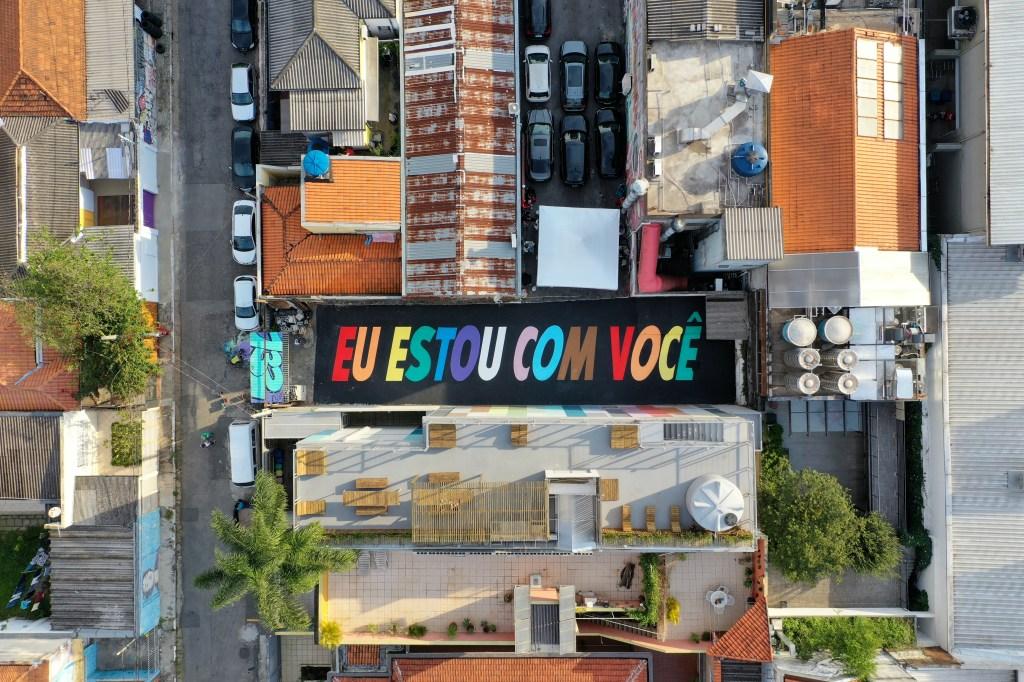 Foto aérea mais distante da obra