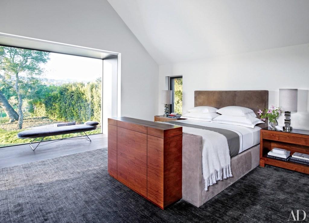 A madeira se destaca na composição minimalista