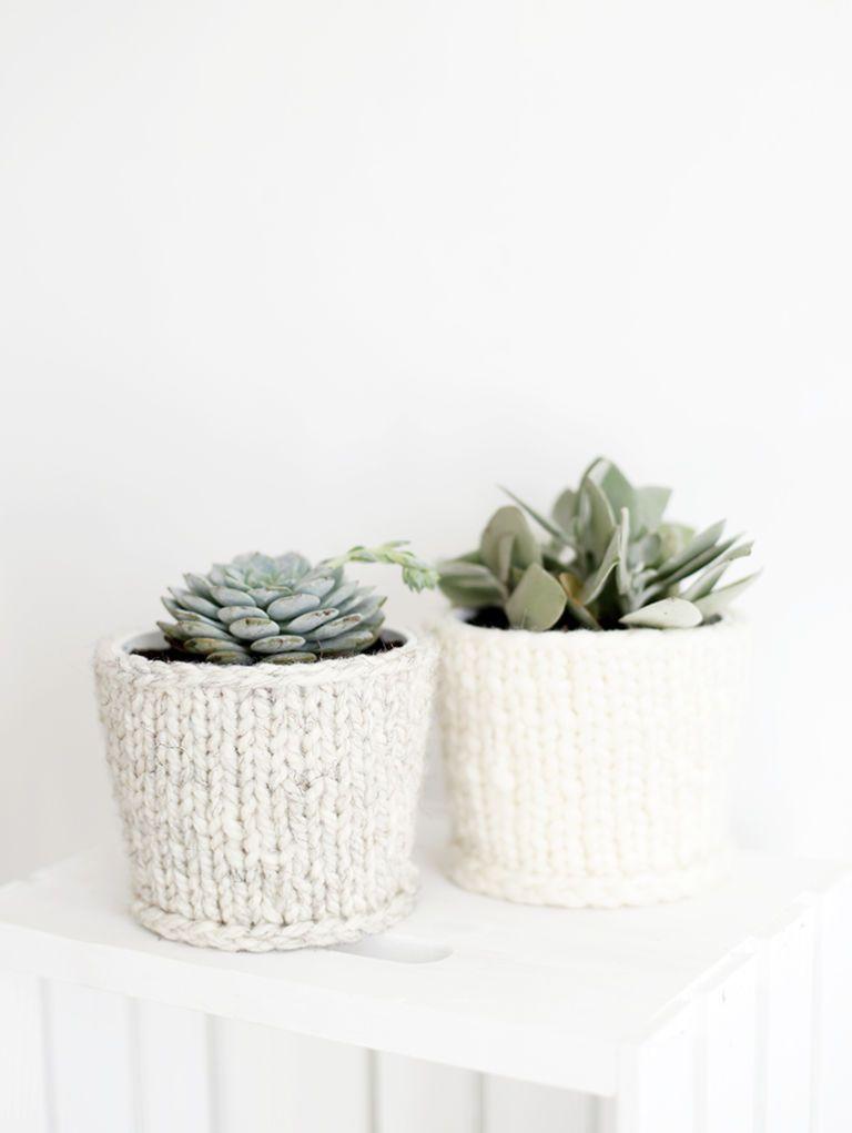 vaso de planta decorado com tricô