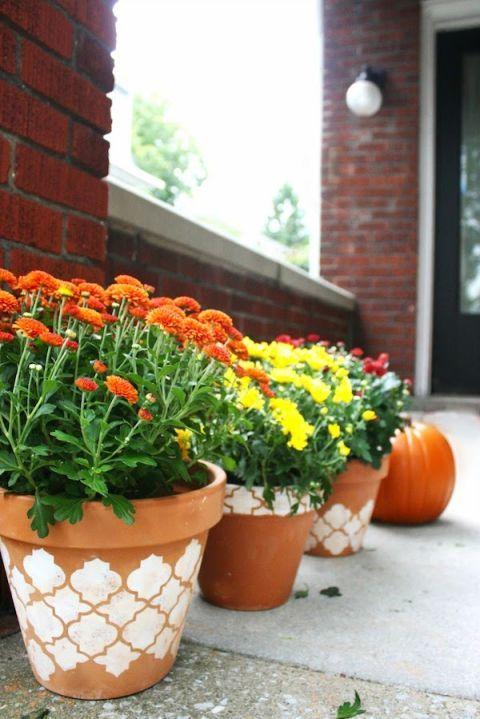 vaso de plantas decorados com técnica de estêncil