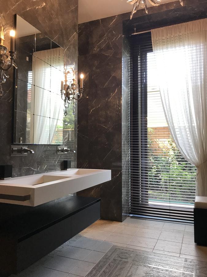 Decoração preto e branco para banheiro