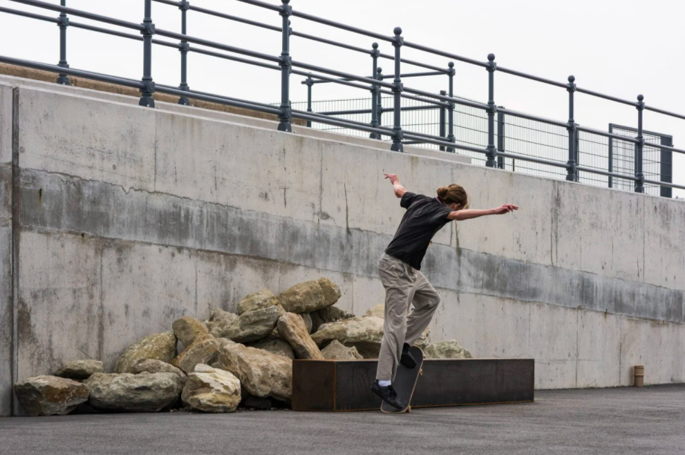 3 estas esculturas foram feitas para andar de skate