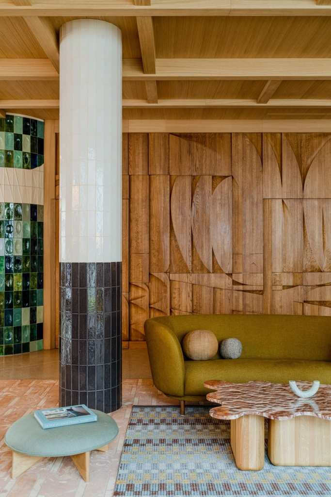 10 interiores com decoracao moderna do meio do seculo casacombr dezeen 5 Vision Art NEWS