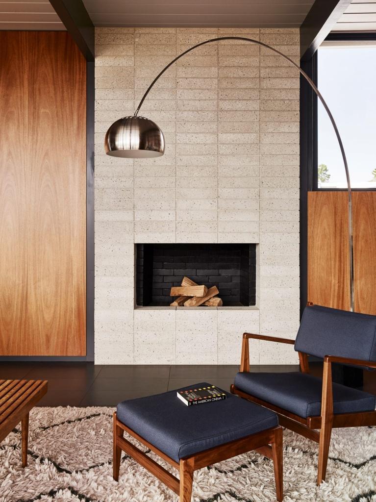 10 interiores com decoracao moderna do meio do seculo casacombr dezeen 8 Vision Art NEWS
