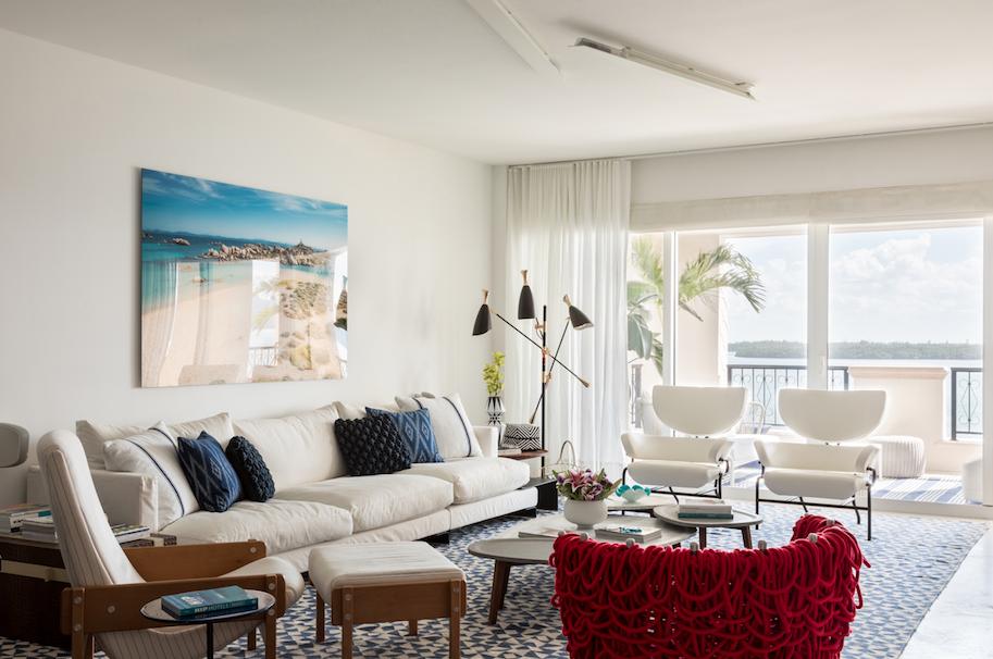 Decoração minimalista e leve define apê de 250 m² em Miami