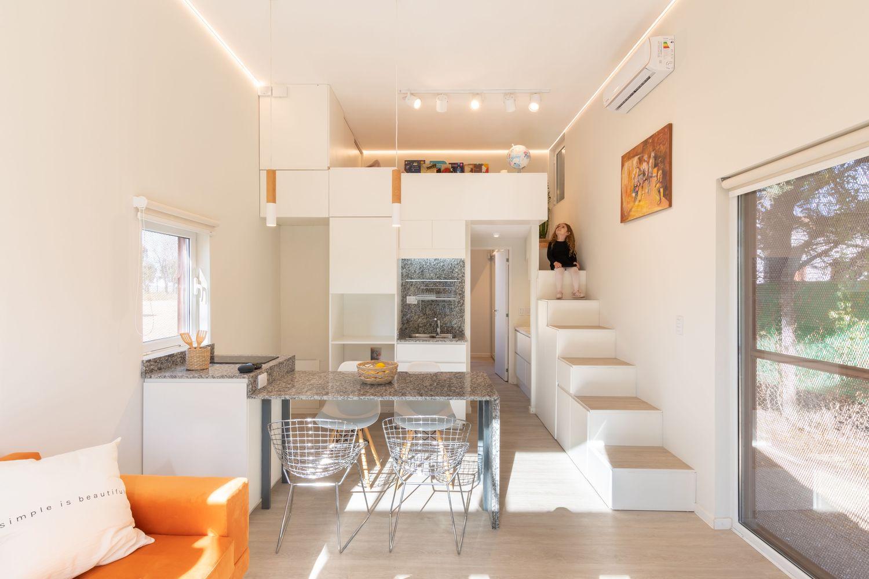 Felicidade em pequenas coisas inspira projeto de casa móvel de 45 m²