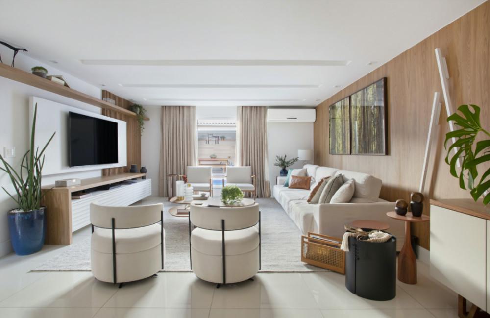 Casa de 200 m² fica mais integrada e clean com reforma