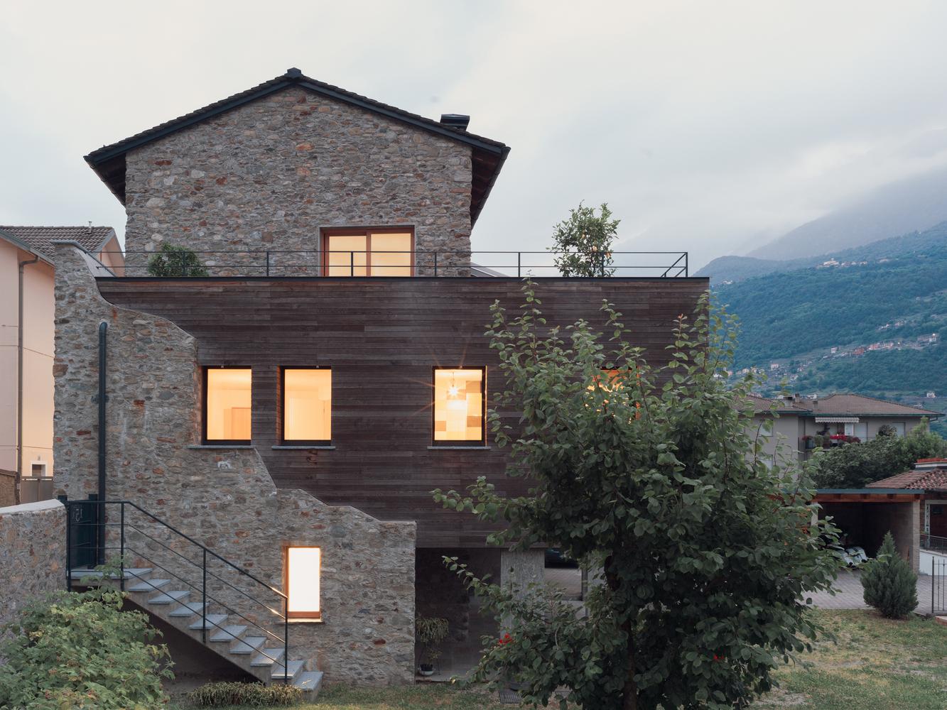 Celeiro de 220 m² é transformado em casa