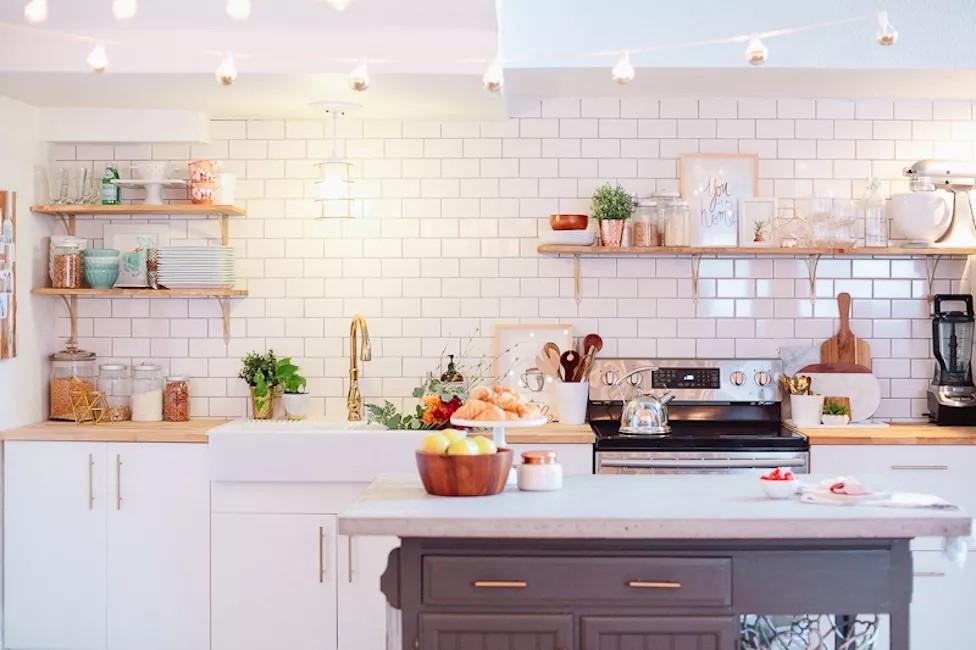 15 jeitos de utilizar tijolinhos brancos na cozinha