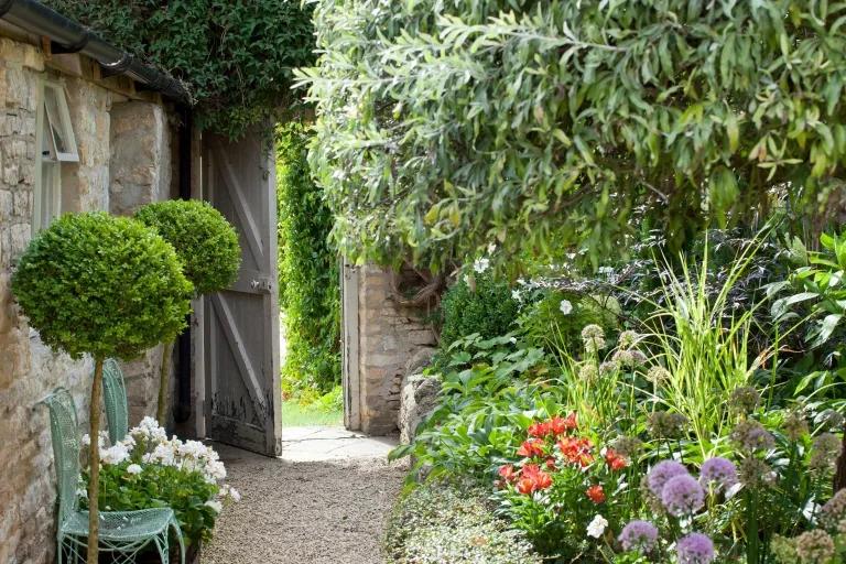 11 jeitos de criar jardins em espaços estreitos e aproveitar as laterais da casa 06 Vision Art NEWS