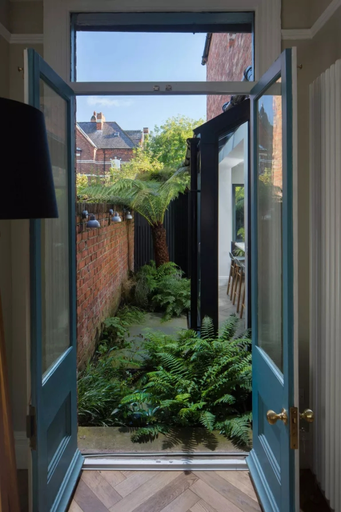 11 jeitos de criar jardins em espaços estreitos e aproveitar as laterais da casa 08 Vision Art NEWS