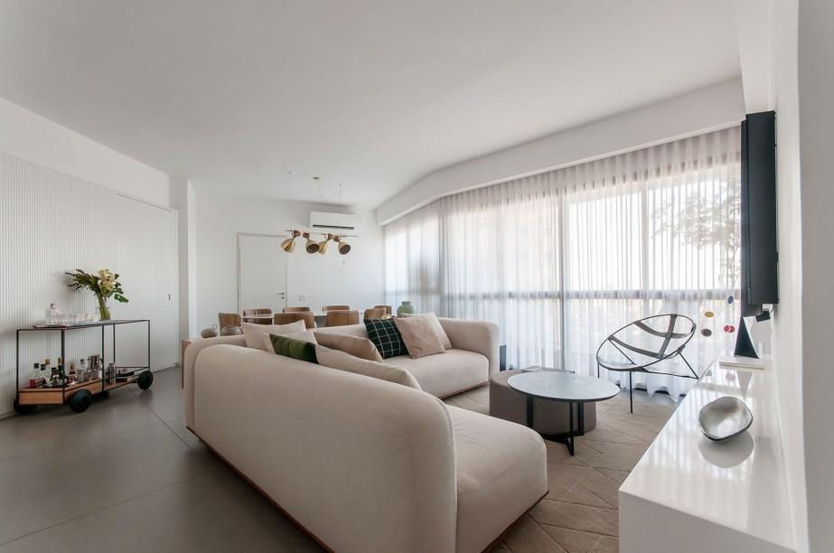 ambientes integrados com estetica minimalista e com tons claros casa.com estudio marion xavier 3 Vision Art NEWS