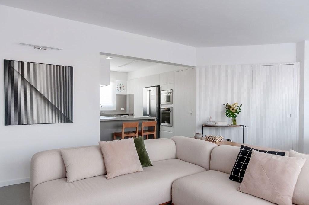ambientes integrados com estetica minimalista e com tons claros casa.com estudio marion xavier 7 Vision Art NEWS